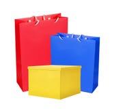 Paniers colorés et boîte de papier d'isolement sur le blanc Photos libres de droits