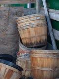 Paniers de boisseau dans l'attente Photographie stock