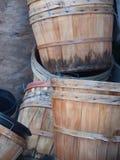 Paniers de boisseau dans l'attente Image stock
