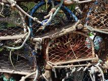 Paniers de pêche de pêche au port le Northumberland de Craster Photo stock
