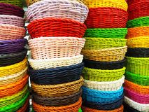 Paniers de rotin - colorés Photographie stock