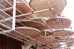 Paniers en bambou ronds de tamis de plateau Images stock