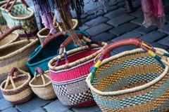 Paniers en osier colorés traditionnels Photographie stock