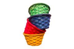 Paniers en osier colorés un intérieur l'autre Image libre de droits