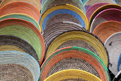 Paniers tissés colorés Image stock