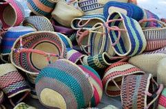 Paniers tissés colorés   Images stock