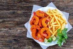Panierter Fried Shrimps mit Pommes-Frites Lizenzfreies Stockbild