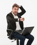 Panika kierownika spojrzenia przy jego zegarek Obraz Stock