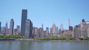 paning съемка 4k горизонта центра города в Нью-Йорке акции видеоматериалы