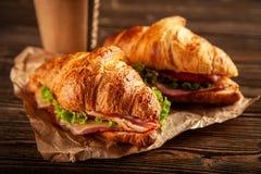 Panini classici del croissant di BLT fotografia stock libera da diritti