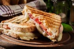 Panini com o sanduíche do presunto, do queijo e da alface imagens de stock