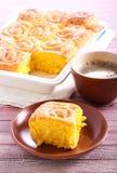 Panini con crosta morbida dolci con glassa, servita fotografie stock
