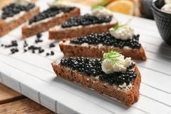 Panini con il caviale nero delizioso Immagine Stock Libera da Diritti