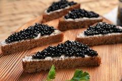 Panini con il caviale nero delizioso Fotografie Stock