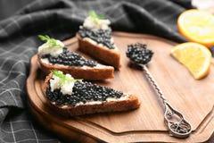 Panini con il caviale nero delizioso Fotografia Stock Libera da Diritti