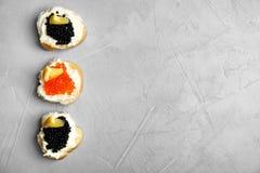 Panini con il caviale nero e rosso Immagini Stock Libere da Diritti