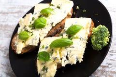 Panini con il formaggio del roquefort Fotografia Stock Libera da Diritti