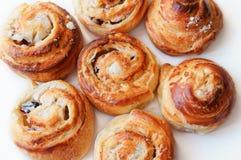 Panini con la ricotta, panini al forno della casa, rotoli con la ricotta dolce fotografia stock