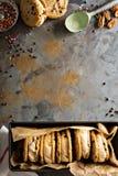 Panini del gelato con i biscotti di pepita di cioccolato Fotografia Stock