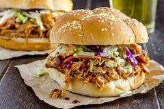 Panini della carne di maiale tirati barbecue Fotografie Stock Libere da Diritti