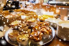 Panini e dolci al caffè o al forno fotografia stock