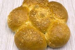 Panini fatti come il fiore o famiglia delle lumache Panini dolci di recente al forno o panini con il papavero dolce nero come il  Fotografia Stock