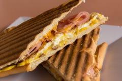 Panini grelhado do presunto, do queijo e do ovo Fotografia de Stock