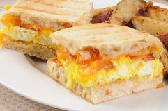 Paniniclose-up van het ontbijt Stock Afbeeldingen
