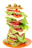 Panino alto con l'insalata ed il formaggio del prosciutto su bianco Fotografia Stock