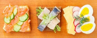 Panino aperto del Danese con il pesce Immagine Stock
