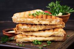 Panino caldo americano del formaggio Panino arrostito casalingo del formaggio fotografie stock libere da diritti