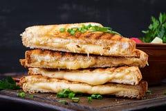 Panino caldo americano del formaggio Panino arrostito casalingo del formaggio immagini stock libere da diritti