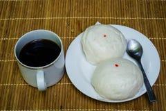 Panino cinese della roba con caffè nero Fotografia Stock Libera da Diritti