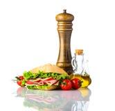 Panino con condimento e spezie su fondo bianco Fotografia Stock