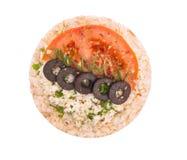 Panino con formaggio, il pomodoro e le olive Immagini Stock Libere da Diritti