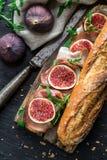 Panino con i fichi ed il prosciutto di Parma Fotografie Stock