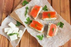 Panino con i salmoni salati Fotografia Stock