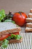 Panino con il pomodoro e le verdure Fotografia Stock