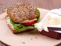 Panino con il pomodoro, il formaggio e l'insalata Immagine Stock Libera da Diritti