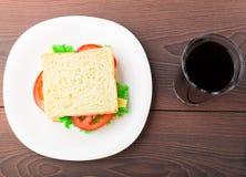 Panino con il prosciutto, il formaggio ed il pomodoro Fotografia Stock