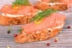 Panino con il salmone affumicato Fotografia Stock Libera da Diritti