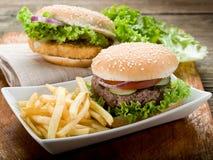 Panino con l'hamburger e fritto Fotografia Stock