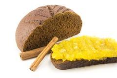 Panino con pane ed inceppamento isolati su bianco Fotografia Stock