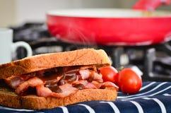 Panino del bacon con salsa marrone Fotografia Stock