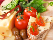 Panino del formaggio con il pomodoro Fotografia Stock