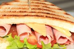 Panino del formaggio e del prosciutto su pane bianco tostato Fotografie Stock