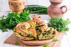 Panino del lievito con aglio e le erbe Fotografia Stock Libera da Diritti