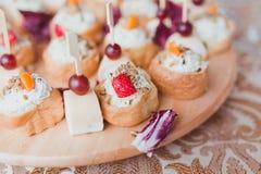 Panino del pane completato formaggio Immagini Stock