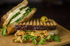 Panino del vegano con burro di arachidi e la pera Fotografia Stock