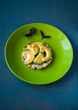 Panino dell'avocado su pane Immagini Stock